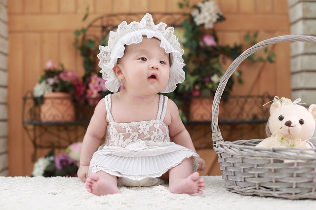 holčička v šatičkách