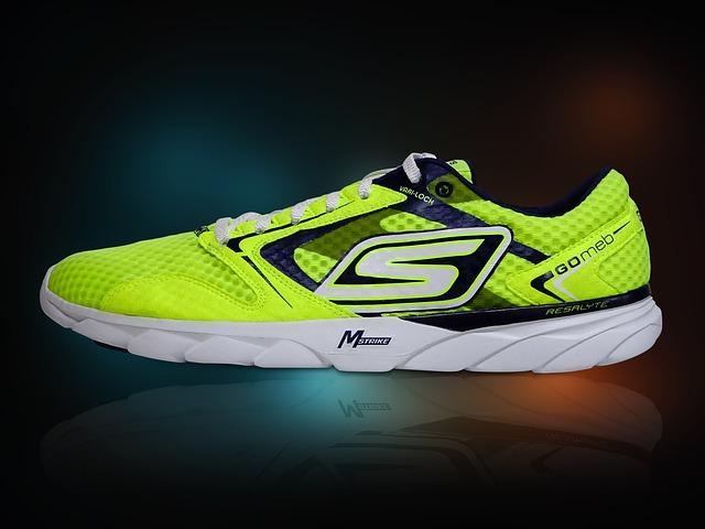 žlutá běžecká obuv