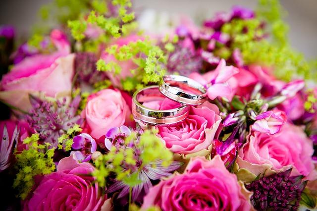 prstýnky na květine