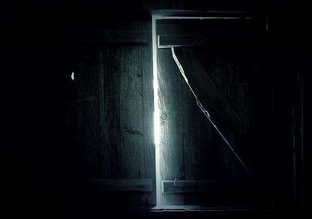 dveře stodoly