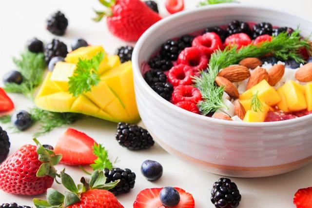 ovocný salát, mísa s ovocem.jpg
