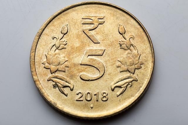 starší, oprýskaná mince.jpg